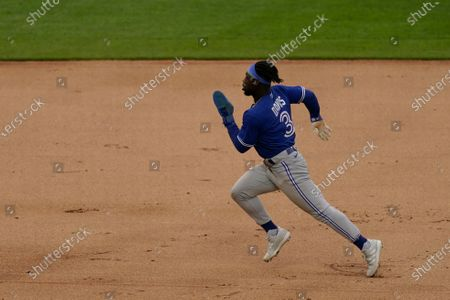 Toronto Blue Jays' Jonathan Davis runs to third during the seventh inning during the first inning of the first baseball game of a doubleheader against the Kansas City Royals, in Kansas City, Mo. The Blue Jays won 5-1