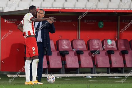 Jose Gomes of Almeria gives instructions to Umar Sadiq during the La Liga Smartbank match between UD Almeria and RCD Espanyol de Barcelona on April 19, 2021 at Estadio de los Juegos Mediterrraneos in Almeria, Spain. Sporting stadiums around Spain remain under strict restrictions due to the Coronavirus Pandemicwaving to fansGovernment social distancing laws prohibit fans inside venues resulting in games being played behind closed doors.