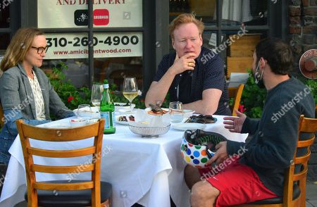 Exclusive - Liza Powel and Conan O'Brien have an early dinner at Amici Italian restaurant