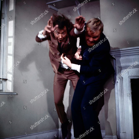 Jeff Randall, as played by Mike Pratt, loses a fight with Season's gang - with Hooper, as played by Peter Jesson