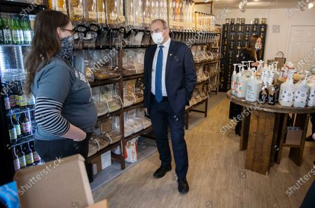 Leader of the Lib Dems Ed Davey and Jane Dodds in a zero waste shop.
