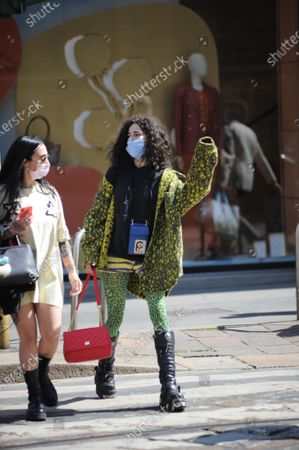 Chiara Scelsi shopping in the center with friend Chiara Scelsi, model muse of Dolce & Gabbana, strolls through the streets of the center with a friend after shopping. Before returning home, Chiara Scelsi is recognized by a boy who wants to sell her socks.