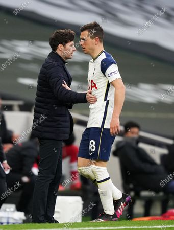 Ryan Mason interim manager of Tottenham and Giovani Lo Celso of Tottenham as he is substituted.