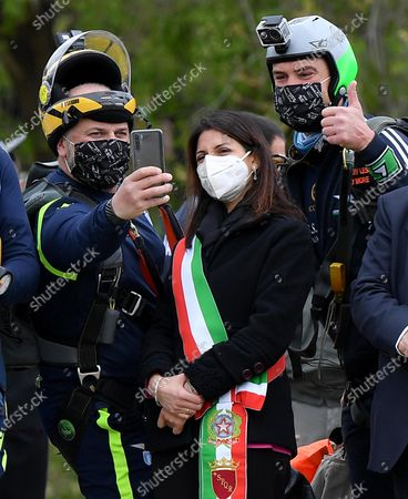 Mayor of Rome, Virginia Raggi (C) with two parachutists in the Circo Massimo, the ancient Roman chariot-racing stadium and mass entertainment venue, in Rome, Italy, 21 April 2021, during the celebrations on the occasion of the foundation of the city (Natale di Roma).