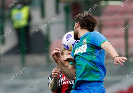 Sassuolo's Manuel Locatelli, front, duels for the ball with AC Milan's Simon Kjaer during the Serie A soccer match between AC Milan and Sassuolo at the San Siro stadium, in Milan, Italy
