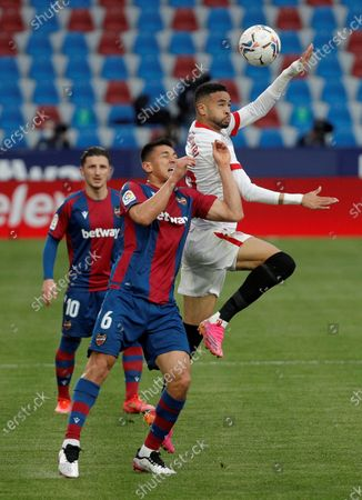 Levante's defender Oscar Duarte (C) vies for the ball against Sevilla's striker Youssef En-Nesyri (R) during the Spanish LaLiga soccer match between Levante UD and Sevilla CF at Ciutat de Valencia stadium in Valencia, eastern Spain, 21 April 2021.