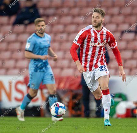 Nick Powell of Stoke City looks to cross the ball; Bet365 Stadium, Stoke, Staffordshire, England; English Football League Championship Football, Stoke City versus Coventry.