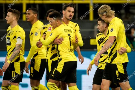 Dortmund's Raphael Guerreiro (2-R) celebrates with his teammates after scoring the 2-0 lead during the German Bundesliga soccer match between Borussia Dortmund and 1. FC Union Berlin at Signal Iduna Park in Dortmund, Germany, 21 April 2021.