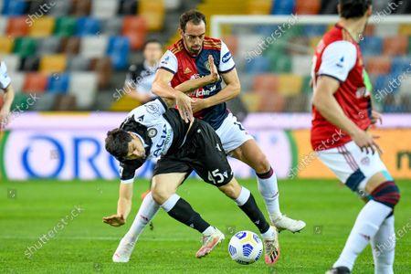 Fernando Forestieri (Udinese) hindered by Diego Godin (Cagliari)