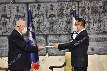 (210421) - JERUSALEM, April 21, 2021 (Xinhua) - Israeli President Reuven Rivlin (L) receives the credentials presented by the new Chinese Ambassador to Israel Cai Run at the president's residence in Jerusalem, on April 21, 2021. Rivlin said at Cai Run's credentials presentation ceremony on Wednesday that Israel is willing to make more efforts to further develop the Israel-China relationship.