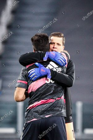 Juventus goalkeeper Wojciech Szczesny (1) hugs Juventus goalkeeper Gianluigi Buffon (77) during the Serie A football match n.32 JUVENTUS - PARMA on April 21, 2021 at the Allianz Stadium in Turin, Piedmont, Italy. Final result: Juventus-Parma 3-1. Sporting stadiums around Italy remain under strict restrictions due to the Coronavirus Pandemic as Government social distancing laws prohibit fans inside venues resulting in games being played behind closed doors.