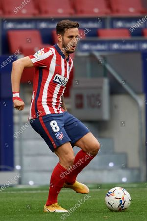 Saul Niguez of Atletico Madrid controls the ball during the La Liga Santander match between Atletico de Madrid and SD Huesca at Estadio Wanda Metropolitano on April 22, 2021 in Madrid, Spain. Sporting stadiums around the Spain remain under strict restrictions due to the Coronavirus Pandemic as Government social distancing laws prohibit fans inside venues resulting in games being played behind closed doors.