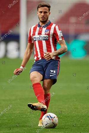 Saul Niguez of Atletico Madrid does passed during the La Liga Santander match between Atletico de Madrid and SD Huesca at Estadio Wanda Metropolitano on April 22, 2021 in Madrid, Spain. Sporting stadiums around the Spain remain under strict restrictions due to the Coronavirus Pandemic as Government social distancing laws prohibit fans inside venues resulting in games being played behind closed doors.