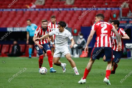 Shinji Okazaki of Huesca and Hector Herrera of Atletico de Madrid in action during the spanish league, La Liga, football match played between Atletico de Madrid and SD Huesca at Wanda Metropolitano stadium on April 22, 2021, in Madrid, Spain.