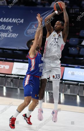 Real Madrid's Trey Thompkins (R) in action against Anadolu Efes' Krunoslav Simon (L) during the Euroleague basketball playoff match between Anadolu Efes and Real Madrid in Istanbul, Turkey 22 April 2021.