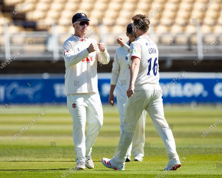 Sam Cook of Essex is congratulated by Simon Harmer of Essex after bowling Rob Yates of Warwickshire