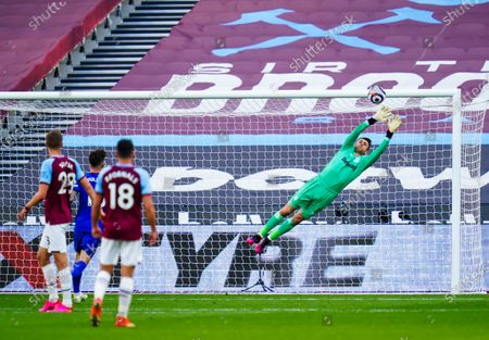 Goalkeeper Lukasz Fabianski of West Ham United makes a great save