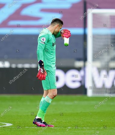 West Ham goakeeper Lukasz Fabianski walks off after defeat