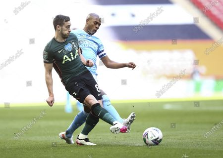 Harry Winks of Tottenham Hotspur and Fernandinho of Manchester City