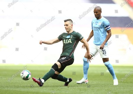 Giovani Lo Celso of Tottenham Hotspur and Fernandinho of Manchester City