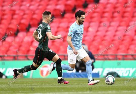 Giovani Lo Celso of Tottenham Hotspur and Ilkay Gundogan of Manchester City