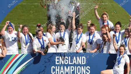 England co-captains Emily Scarratt (left) and Sarah Hunter lift the 6 Nations Trophy