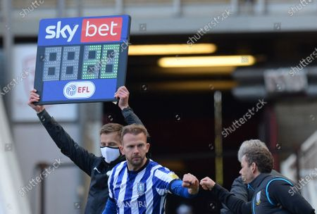 Jordan Rhodes of Sheffield Wednesday bumps fists with Sheffield Wednesday assistant manager Jamie Smith as he prepares to come on