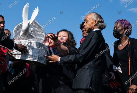 Katie Wright and her husband Aubrey Wright along with Rev. Al Sharpton and family and friends release doves at the cemetery funeral service of Daunte Wright who was killed by a Brooklyn Center Police officer during the trail of former ex Minneapolis police officer Dereck Chauvin who was convicted for murdering George Floyd on Monday, April 22, 2019 in Minneapolis, MN. (Jason Armond / Los Angeles Times)
