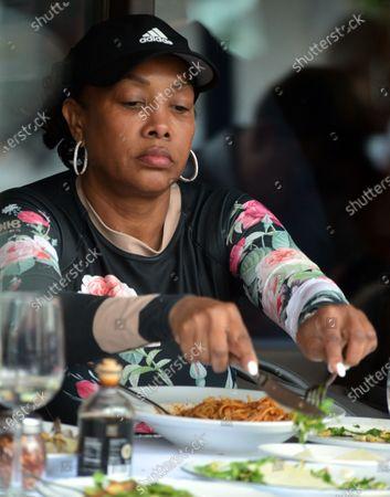 Exclusive - Vivica A Fox is seen having lunch Via Alloro Italian restaurant, Beverly Hills, California
