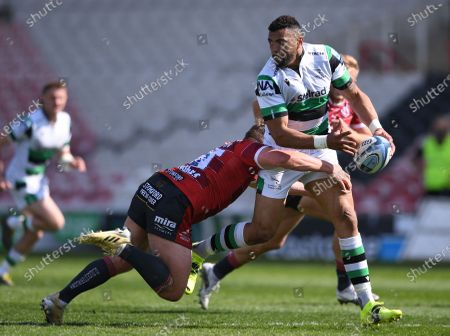 Luther Burrell of Newcastle Falcons offloads out of the tackle by Jack Singleton of Gloucester; Kingsholm Stadium, Gloucester, Gloucestershire, England; English Premiership Rugby, Gloucester versus Newcastle Falcons.