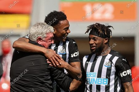 Joseph Willock (C) celebrates with Newcastle manager Steve Bruce (L) after scoring a goal during the English Premier League soccer match between Liverpool FC and Newcastle United in Liverpool, Britain, 24 April 2021.