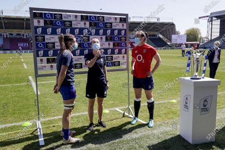 England Women vs France Women. France captain Gaelle Hermet, referee Hollie Davidson and England captain Emily Scarratt during the coin toss