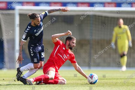 Ricky Holmes of Southend United takes on Nick Freeman of Leyton Orient