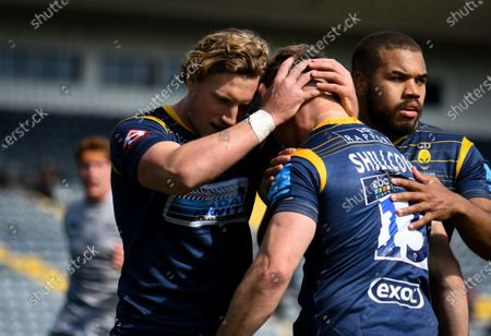 Tom Howe and Ollie Lawrence of Worcester Warriors celebrate a try by Jamie Shillcock of Worcester Warriors- Mandatory by-line: Andy Watts/JMP