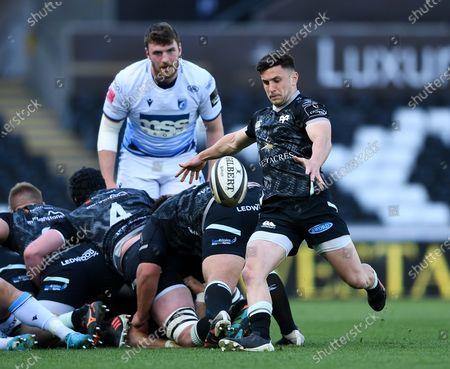 Ospreys vs Cardiff Blues. Ospreys' Matthew Aubrey