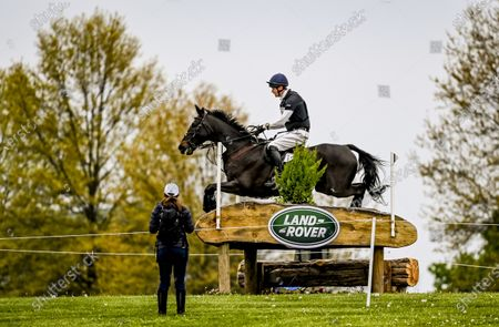 , 2021, Lexington, KY, USA: William Fox-Pitt competes in the Cross Country phase of the Land Rover 5* 3-Day Event aboard Oratorio at the Kentucky Horse Park in Lexington, Kentucky. Scott Serio/Eclipse Sportswire/CSM