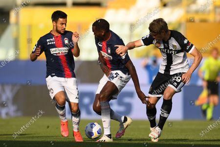 "Adam Ounas (Crotone)Simy Simeon Tochukwu Nwankwo (Crotone)Daan Dierckx (Parma)           during the Italian ""Serie A"" match between Parma 3-4 Crotone at  Ennio Tardini Stadium Stadium in Parma, Italy."