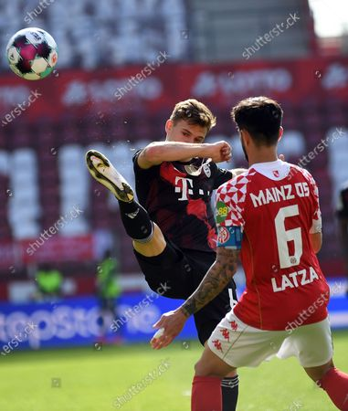 Joshua Kimmich (FC Bayern Muenchen) Danny Latza (FSV Mainz 05) Zweikampf, Aktion, action, battle for the ball