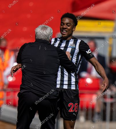 """(210425) - LIVERPOOL, April 25, 2021 (Xinhua) - Newcastle United's Joe Willock (R) celebrates with manager Steve Bruce after scoring an equalizing goal during the Premier League game between Liverpool and Newcastle United at Anfield in Liverpool, Britain, on April 24, 2021. (Xinhua) FOR EDITORIAL USE ONLY. NOT FOR SALE FOR MARKETING OR ADVERTISING CAMPAIGNS. NO USE WITH UNAUTHORIZED AUDIO, VIDEO, DATA, FIXTURE LISTS, CLUB/LEAGUE LOGOS OR """"LIVE"""" SERVICES. ONLINE IN-MATCH USE LIMITED TO 45 IMAGES, NO VIDEO EMULATION. SUN OUT. NO USE IN BETTING, GAMES OR SINGLE CLUB/LEAGUE/PLAYER PUBLICATIONS. - Xinhua -"""