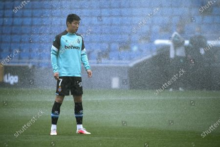 (210425) - CORNELLA, April 25, 2021 (Xinhua) - RCD Espanyol's Wu Lei warms up before a Spanish second division league football match between RCD Espanyol and UD Las Palmas in Cornella, Spain, April 24, 2021.