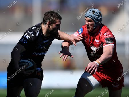 Dragons vs Scarlets. Jonah Holmes of Dragons scores his side's first try of the game despite Jonathan Davies of Scarlets