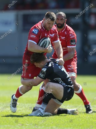 Rob Evans of Scarlets takes on Aneurin Owen of Dragons