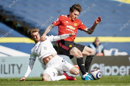 Patrick Bamford (L) of Leeds in action against Victor Lindelof (R) of Manchester United during the English Premier League soccer match between Leeds United and Manchester United in Leeds, Britain, 25 April 2021.