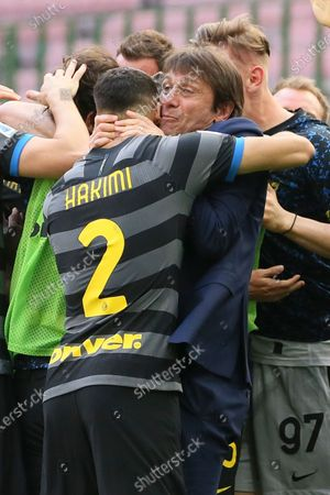 Antonio Conte (R) head coach of FC Internazionale celebrate with Achraf Hakimi (L) after Inter opened the scoring during the Serie A match between FC Internazionale and Hellas Verona FC at Stadio Giuseppe Meazza on April 25, 2021 in Milan, Italy. Sporting stadiums around Italy remain under strict restrictions due to the Coronavirus Pandemic as Government social distancing laws prohibit fans inside venues resulting in games being played behind closed doors.