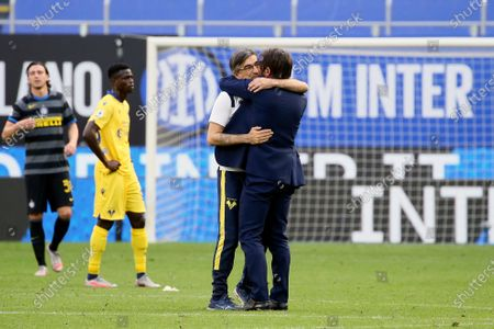 Antonio Conte(R) head coach of FC Internazionale and Ivan Juric (L) head coach of Hellas Verona FC at the end of the Serie A match between FC Internazionale and Hellas Verona FC at Stadio Giuseppe Meazza on April 25, 2021 in Milan, Italy. Sporting stadiums around Italy remain under strict restrictions due to the Coronavirus Pandemic as Government social distancing laws prohibit fans inside venues resulting in games being played behind closed doors.