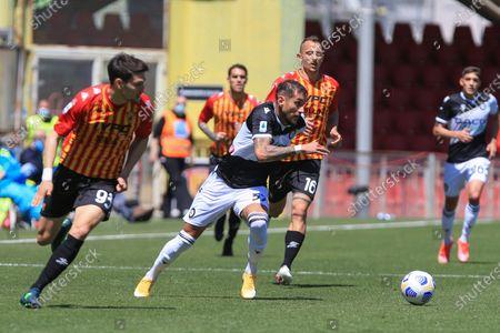 Roberto Pereyra (Udinese) in action during the Serie A match between Benevento Calcio and Udinese Calcio at Stadio Comunale Ciro Vigorito on April 25, 2021 in Benevento, Italy.