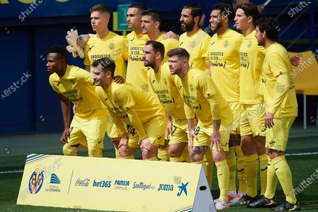 Back row L-R: Juan Foyth, Sergio Asenjo,Gerard Moreno, Raul Albiol, Etienne Capoue, Pau Torres, Dani Parejo. Front row L-R: Samuel Chukwueze, Manu Trigueros, Paco Alcacer, Alberto Moreno pose prior to the La Liga Santander match between Villarreal CF and FC Barcelona at Estadio de la Ceramica on April 25, 2021 in Villareal, Spain. Sporting stadiums around Spain remain under strict restrictions due to the Coronavirus Pandemic as Government social distancing laws prohibit fans inside venues resulting in games being played behind closed doors.