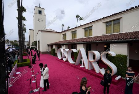 Viola Davis, from left, and Julius Tennon are interviewed as they arrive at the Oscars, at Union Station in Los Angeles