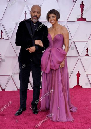 Van Hunt, left, and Halle Berry arrive at the Oscars, at Union Station in Los Angeles