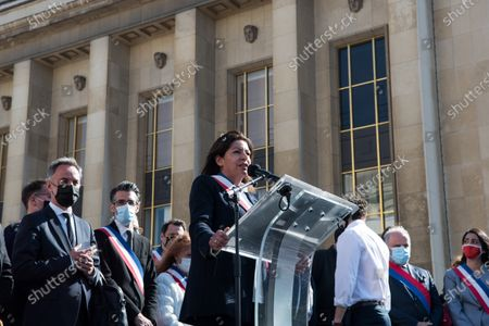Anne Hidalgo, mayor of Paris, booed by the crowd before speaking, takes the floor on the occasion of the large demonstration to demand justice for Sarah Halimi, killed with the motive of anti-Semitism in 2017. In Paris, on April 25, 2021.